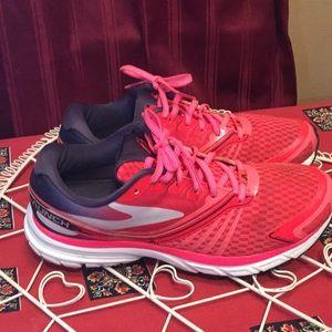 Brooks 9 launch pink navy blue running tennis